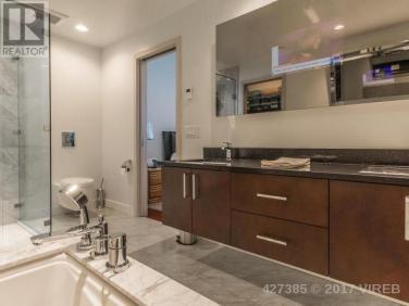 Aqua Residences 402 8