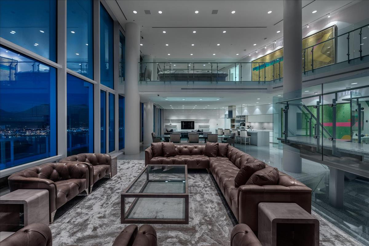 38m Penthouse In The Fairmont Pacific Rim In Vancouver