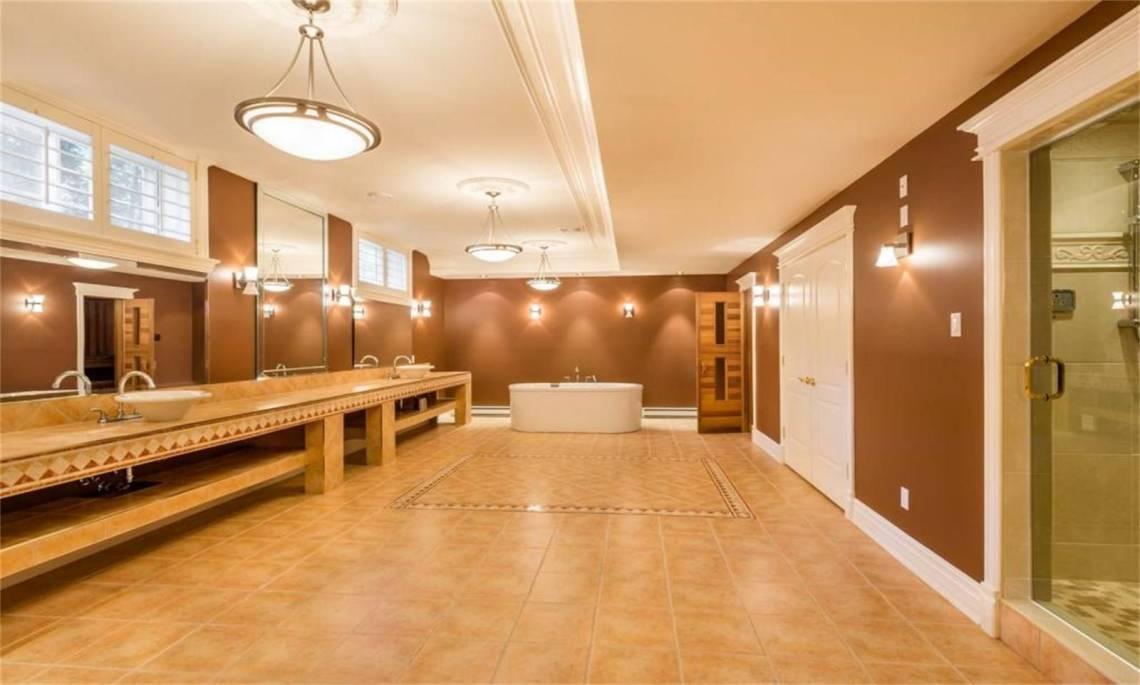 insane quebec bathroom 6