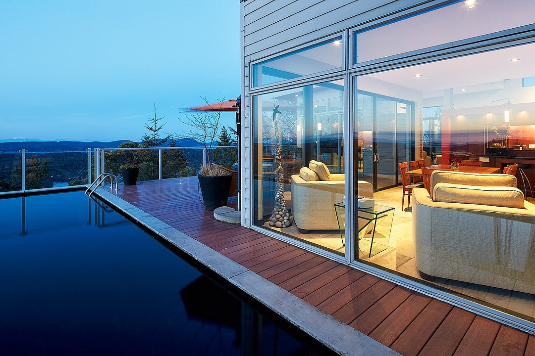 A Pool With A View Of Salt Spring Island – Luxury Residence