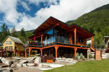 812 Highway 3A Nelson BC 2