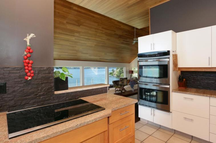 okanagan lakefront luxury home 13