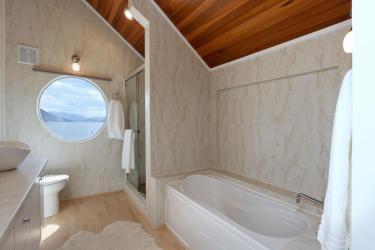okanagan lakefront luxury home 14
