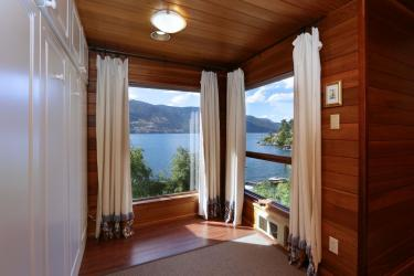okanagan lakefront luxury home 15