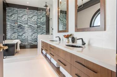 Allure-Elegance Penthouse In Whiterock For Sale 10