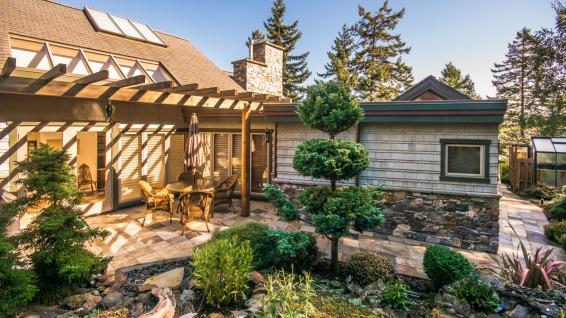 architect michael mcnamara built home in nanoose bay 11