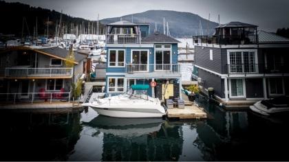 genoa bay luxury float home 2