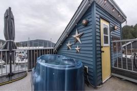 genoa bay luxury float home 9