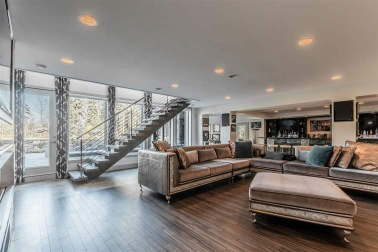 Modern Masterpiece On The Edmonton Petroleum Golf & Country Club 6