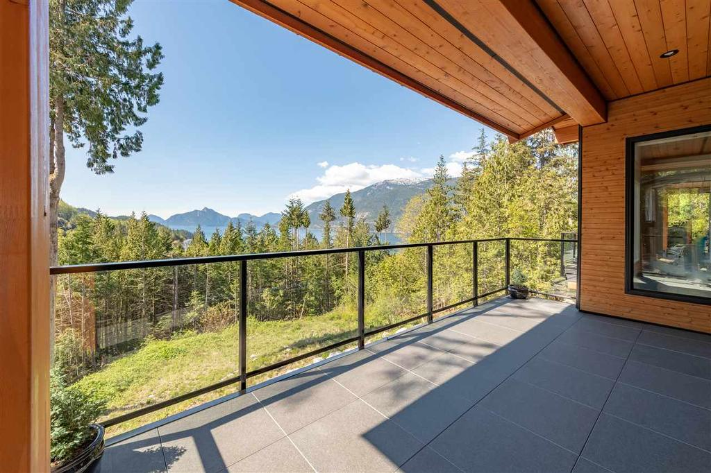 A Bit Of West Coast Contemporary In Squamish 9