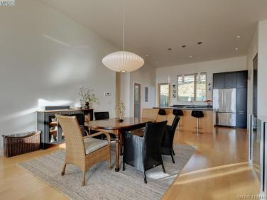 Rainbow Hill Contemporary Townhouse In Victoria 7