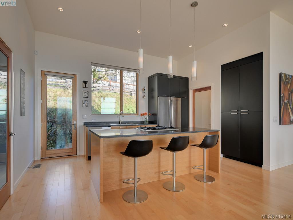 Rainbow Hill Contemporary Townhouse In Victoria 8